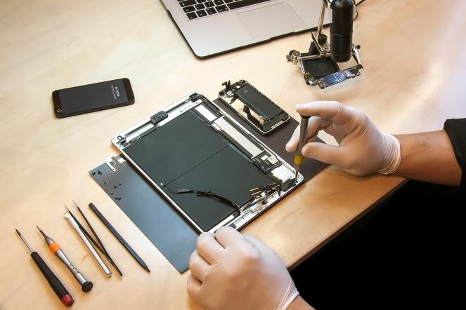 Apple iPhone and iPad tablet repairing
